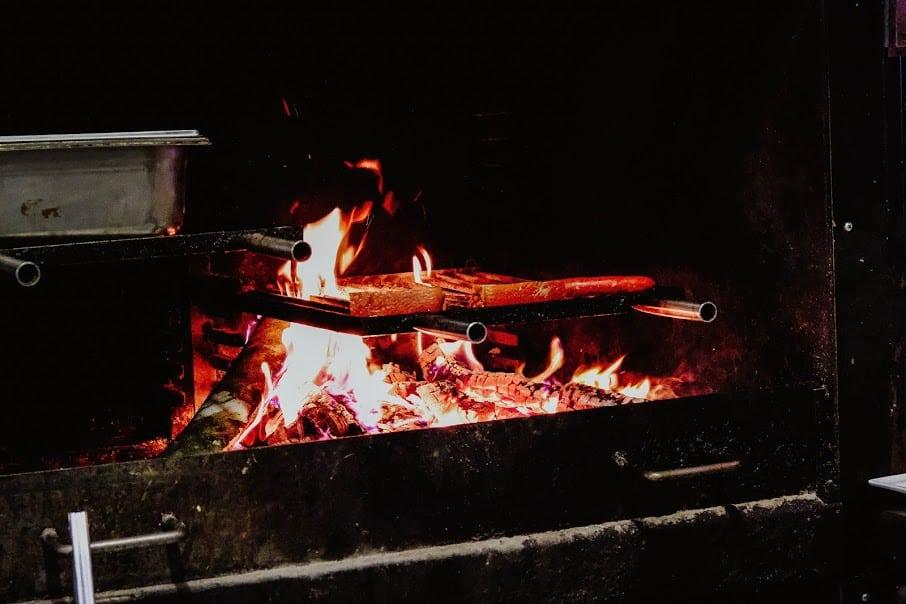 Cuisiner au feu de bois!